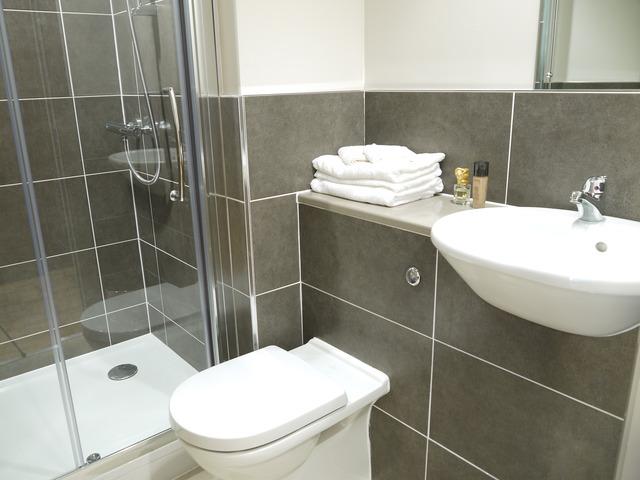 brighton_acc_britannia-study-residence_bathroom_02_preview_large