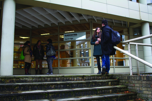 cambrdige_school_exterior_students_01_preview_large