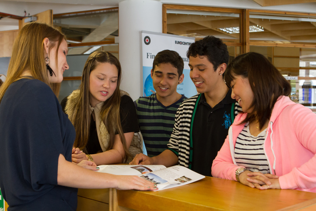 cambridge_school_interior_reception_students_01_preview_large